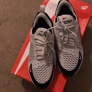 Air max 270 youth size 7
